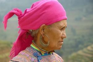Femme Hmông Hoa portant un turban rose